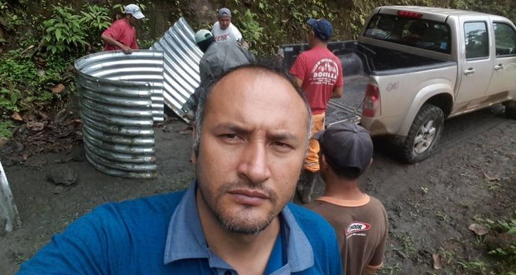 MINGA COLOCANDO PASOS DE AGUA EN VARIAS COMUNIDADES - CONVENIO GAD SAN ANTONIO y PREFECTURA DEL CAÑAR.